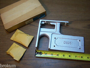Vintage Nos Hardware Independant Lock Door Closer D895 Size D 25 Corner Bracket