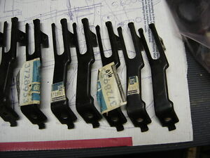 Nos 1956 1957 1958 1959 1960 Corvette Left Ignition Wire Lower Support 3728953