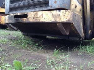 Gehl Sl7810 Skid Steer Rear Bumper And Lower Panel P n 183320
