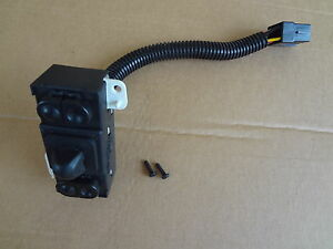 2003 2004 Mustang Svt Cobra 4 6 Driver Power Seat Track Switch Sku Dd84