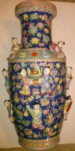 Very Beautiful And Huge Chinese Porcelain Vase With Kids Attached