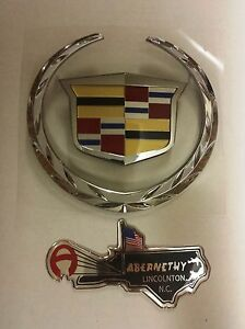 Gm 22985036 Two Piece Wreath Crest Grille Emblem For Escalade By Cadillac