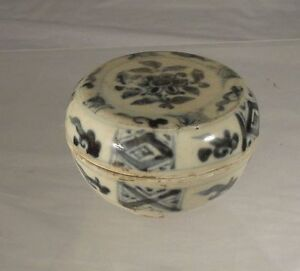 Antique Chinese Ming Underglaze Blue And White Jewelry Cosmetic Paste Box Floral