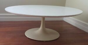 Reproduction Eero Saarinen Knoll White Tulip Coffee Table