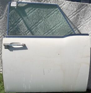1964 Thru 1965 Lincoln Continental L H Passenger Door Almost Complete Flat Glass