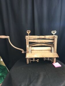 Primitive Antique Vintage Wash Tub Washing Machine Hand Crank Roller Wringer