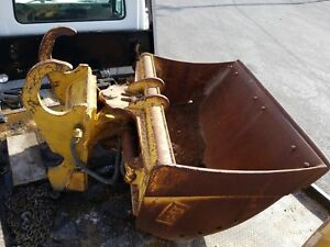 60 Caterpillar Tilt Ditch Cleaning Bucket With Drain Holes