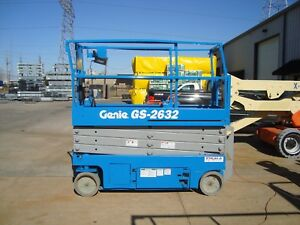Genie Gs2632 Year 2013 Scissor Lift 26 H X 32 W