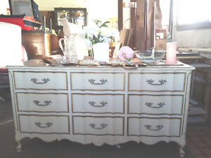 Vintage Dixie French Provincial 9 Drawer Dresser With Matching Mirror