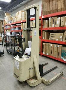 Crown 20mt Walkie Stacker Lift Truck No Shipping Pick Up Only In St Louis Mo