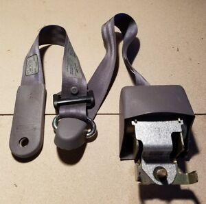 94 97 Ford F 250 350 Extended Cab Rear Seat Belt Retractor Right Passenger
