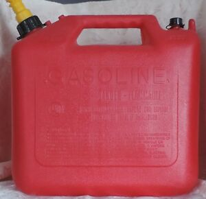 Wedco 5 Gallon Vented Gas Can W Spout