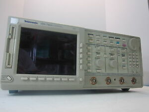 Tektronix Tds 744a Color Four Channel Digitizing Oscilloscope 500 Mhz 2 Gs s