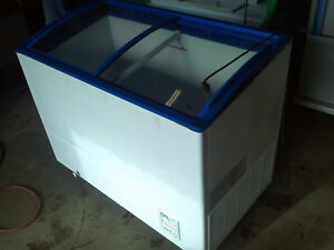 Coolwork 320 Chv vci Glass Top Chest Freezer
