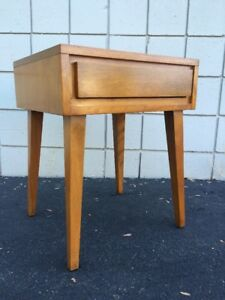 Leslie Diamond For Conant Ball Mid Century Maple Side End Table