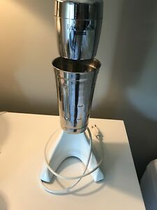Waring Drink Mixer Mint Condition Make Drinks Shakes Malts And More