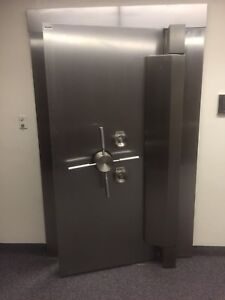 Diebold Bank Main Vault Door Stainless Steel W Time Lock we Freight
