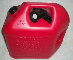 Blitz 5 Gallon Red Fuel Can Model 5cxg Plastic Enviro Flo New Unused