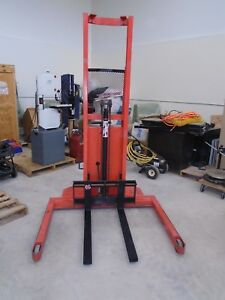 Presto Lift Stacker 2000 Cap 50 Straddle 72 Lift