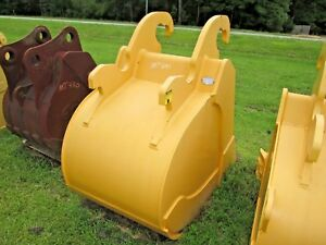 New John Deere Quick Attach Excavator Bucket To Fit 330lc