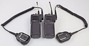 Pair Of Motorola Ht1000 Uhf H01sdc9aa3dn H01sdc9aa3bn lot Of 2