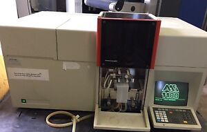 Perkin Elmer 1100b Atomic Absorption Spectrometer