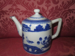 Vintage Antique Blue White Canton Chinese China Tea Pot