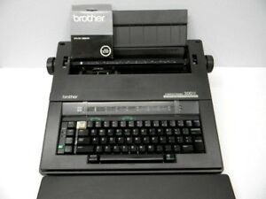 Brother Compactronic 300m Electronic Typewriter W Carrying Handle And Key Cover