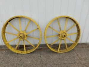 John Deere Unstyled B Tractor 10 Spline Rear Steel Wheels 00329