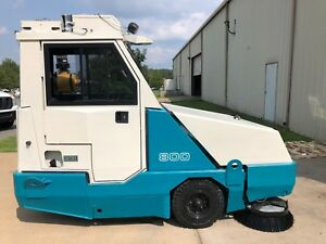Tennant 800 Industrial Rider Sweeper