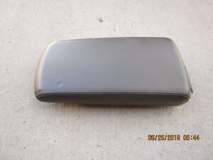 08 10 Chrysler 300 Limited Center Console Arm Rester Lid Brown Leather