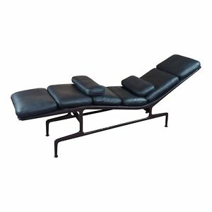 Billy Wilder Chaise Longue By Ray Charles Eames For Herman Miller