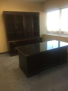 Stow And Davis Executive Desk And Credenza Hutch