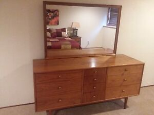 Mid Century Modern Walnut 3 Pc Bedroom Set Solid Wood Excellent Condition