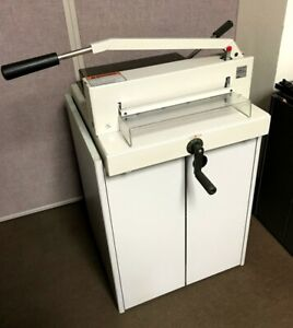 Triumph 3905 Manual Paper Cutter