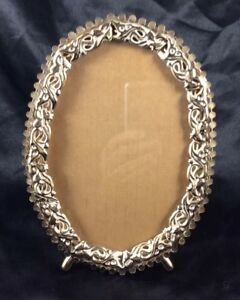 Vintage Oval Photo Picture Frame Embossed Filigree Metal Gold Tone