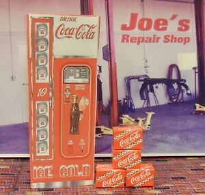 VINTAGE COCA-COLA MACHINE with SODA CASES MINIATURE 1:18 SCALE DIORAMA