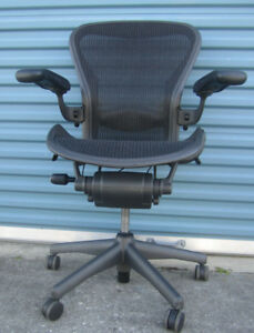 Herman Miller Aeron Chair Size B black