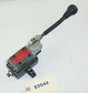 Hydraulic Hand Control Lever Valve Wheel Om35001 Vibromax W1500 Trench Roller