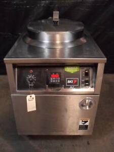 Bki Model Blf f Auto Lift Fryer With A Built In Filter System
