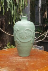 A Large Old And Antique Chinese Song Longquan Celadon Porcelain Vase