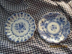 Antique Hand Painted Delft 7 1 2 Scalloped Set Of Two 2 Plates Hanging