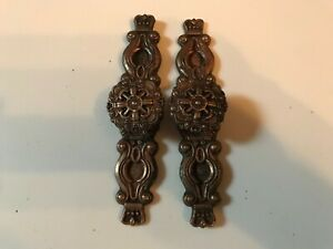 Vintage Lot Of 2 Drawer Pulls Knobs Hyer 1 1 4 With Back Plate Antique Used