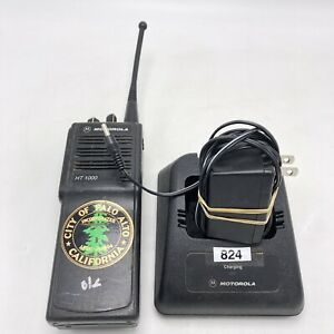 Motorola Ht1000 Uhf 403 470 Mhz 16 Channel Radio With Charger Works