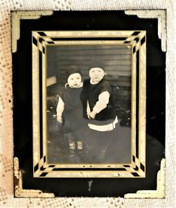 Antique Early 20th Century Art Deco Reversed Paint Frame W Photo Of Children