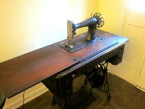 Vintage Singer Treadle Sewing Machine With Table