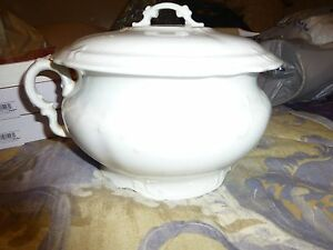 Antique White Semi Vitreous Porcelain Chamber Pot