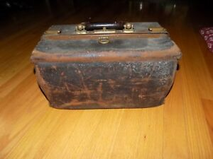 Vtg Antique 15 Leather Medical Physician Doctors Bag Satchel Home Office Decor