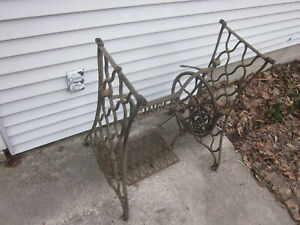 Vintage Antique Singer Treadle Sewing Machine Cast Iron Base Complete Working