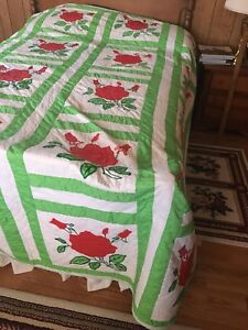 Vintage Hand Appliqued Hand Quilted Red Roses Quilt 84 X108 Green White Set